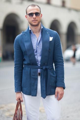 Intenta combinar un blazer de algodón azul de hombres de Paul Smith con un pantalón chino blanco para las 8 horas.