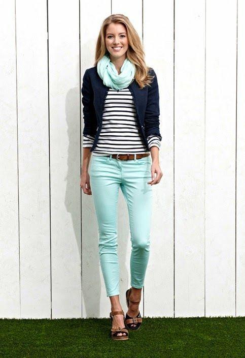 los das ocupados exigen un atuendo simple aunque elegante como un blazer azul marino y