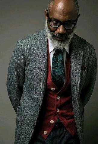 Considera ponerse un blazer de lana de espiguilla gris y unos vaqueros azul marino para un look diario sin parecer demasiado arreglada.