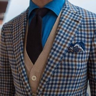 Cómo combinar: blazer de cuadro vichy azul, cárdigan marrón claro, camisa vaquera azul, corbata de punto negra
