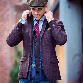 Cómo combinar: blazer de lana en violeta, chaleco de vestir en gris oscuro, camisa de manga larga a cuadros celeste, vaqueros azules