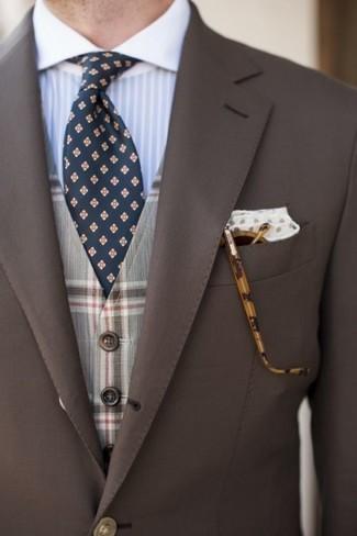 Cómo combinar: blazer marrón, chaleco de vestir de tartán gris, camisa de vestir de rayas verticales celeste, corbata con print de flores azul marino