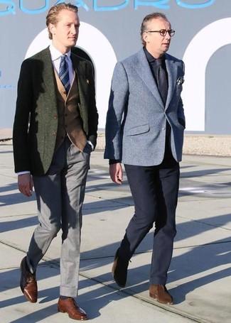 Cómo combinar: blazer de lana verde oliva, chaleco de vestir de lana marrón claro, camisa de vestir rosada, pantalón de vestir gris