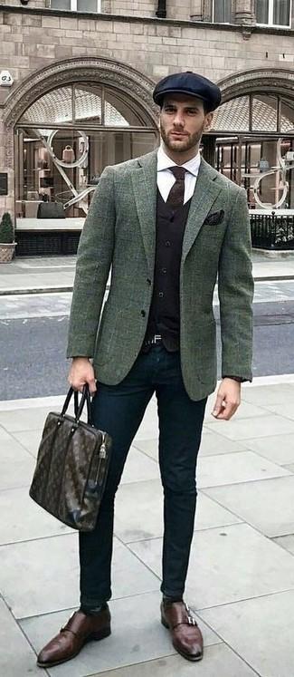 Emparejar un blazer de lana a cuadros verde oscuro con un pantalón chino negro es una opción grandiosa para un día en la oficina. ¿Te sientes valiente? Complementa tu atuendo con zapatos con doble hebilla de cuero en marrón oscuro.
