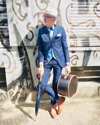 Cómo combinar: blazer de tartán azul, chaleco de vestir celeste, camisa de vestir blanca, pantalón de vestir de tartán azul