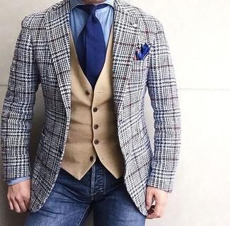 Intenta ponerse un blazer de lana de pata de gallo gris y una corbata para un lindo look para el trabajo.