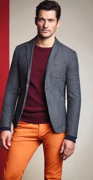 Look de David Gandy: Blazer de Lana Gris, Jersey con Cuello Circular Burdeos, Pantalón Chino Naranja