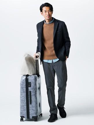 Considera emparejar un blazer de lana azul marino de Ermenegildo Zegna junto a un pantalón chino gris para el after office. Botas safari de ante azul marino son una sencilla forma de complementar tu atuendo.