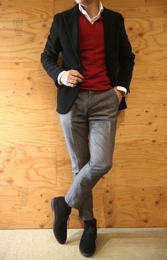 Cómo combinar: blazer de pana negro, jersey de pico rojo, camisa de vestir blanca, pantalón de vestir de lana gris