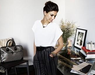 Blusa de manga corta blanca pantalon de vestir en gris oscuro bolsa tote en negro y blanco large 2608