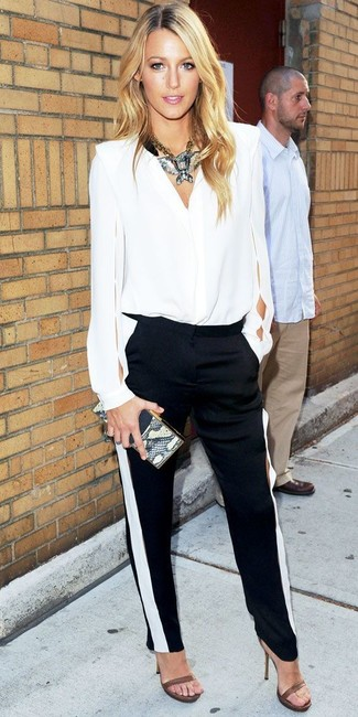 Blusa de manga larga pantalones pitillo sandalias de tacon cartera sobre collar large 5275