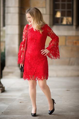 Unos zapatos de vestir con un vestido rojo (412 looks de moda ... 13f84e5f9b40