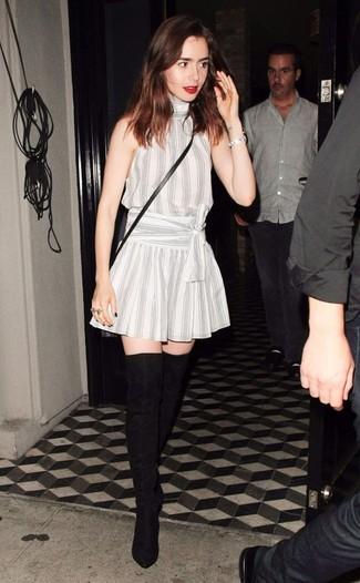 Cómo combinar: pulsera plateada, bolso bandolera de cuero negro, botas sobre la rodilla de ante negras, vestido de vuelo de rayas verticales blanco