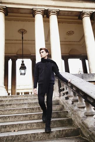 Cómo combinar: bufanda negra, botas casual de ante negras, vaqueros pitillo negros, jersey con cuello circular negro