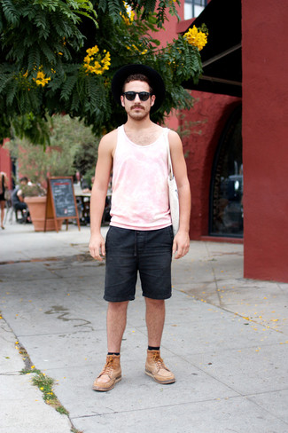 Combinar una bolsa tote de lona blanca: Haz de una camiseta sin mangas rosada y una bolsa tote de lona blanca tu atuendo transmitirán una vibra libre y relajada. Complementa tu atuendo con botas casual de cuero marrón claro para mostrar tu inteligencia sartorial.