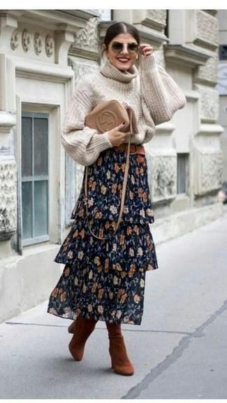 Cómo combinar: bolso bandolera de cuero marrón claro, botas de caña alta de ante en tabaco, falda larga con print de flores azul marino, jersey de cuello alto de punto en beige