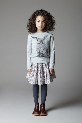 Combinar una camiseta de manga larga gris: