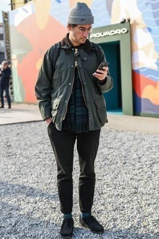 Combinar un pantalón chino con unas botas safari: Considera ponerse una chaqueta con cuello y botones verde oscuro y un pantalón chino para un look diario sin parecer demasiado arreglada. Botas safari son una sencilla forma de complementar tu atuendo.