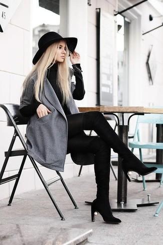 Combinar un vestido jersey negro: Usa un vestido jersey negro y un abrigo gris para una apariencia fácil de vestir para todos los días. Botas sobre la rodilla de ante negras son una opción incomparable para complementar tu atuendo.