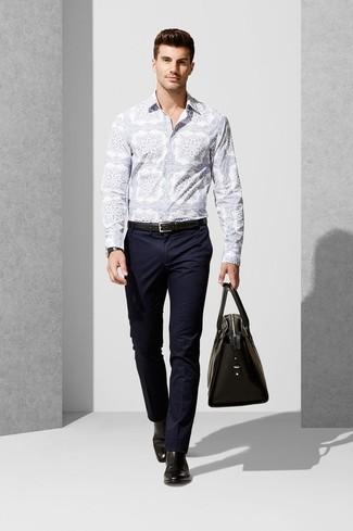 8e7388499af Cómo combinar unas botas de cuero negras con una camisa de manga ...