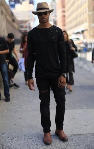 Combinar un reloj negro: Considera emparejar una camiseta de manga larga negra con un reloj negro transmitirán una vibra libre y relajada. Dale onda a tu ropa con botines chelsea de cuero marrónes.