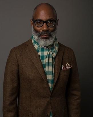 Look de moda: Bufanda a cuadros verde, Pañuelo de bolsillo estampado burdeos, Blazer de lana de espiguilla en marrón oscuro