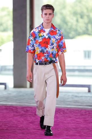 Look de moda  Camisa de manga corta con print de flores azul ... 773b125817f3