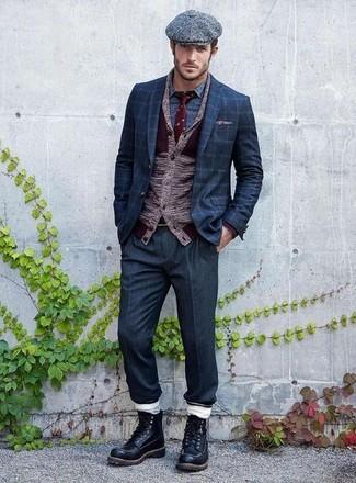 Cómo combinar: pantalón de vestir azul marino, camisa de manga larga estampada azul, blazer a cuadros azul marino, cárdigan con cuello chal burdeos