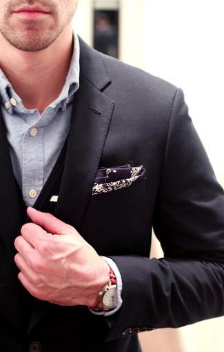 Cómo combinar: pañuelo de bolsillo de paisley morado oscuro, camisa de manga larga de cambray celeste, cárdigan negro, blazer negro