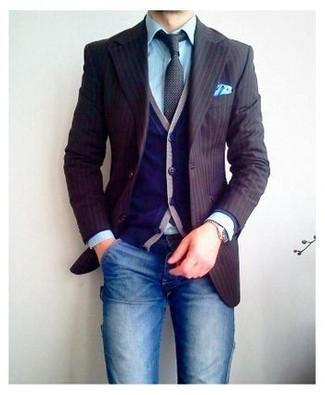 Combinar un blazer de rayas verticales marrón: Intenta ponerse un blazer de rayas verticales marrón y unos vaqueros azules para una vestimenta cómoda que queda muy bien junta.