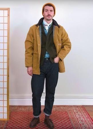 Combinar una chaqueta con cuello y botones marrón claro: Intenta combinar una chaqueta con cuello y botones marrón claro con unos vaqueros azul marino para cualquier sorpresa que haya en el día. Botas safari de cuero en marrón oscuro son una opción excelente para complementar tu atuendo.