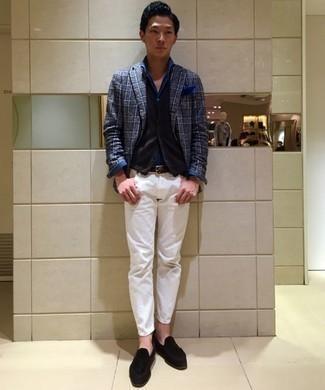 Combinar un blazer de tartán azul marino: Empareja un blazer de tartán azul marino junto a un pantalón chino blanco para después del trabajo. Agrega mocasín con borlas de ante negro a tu apariencia para un mejor estilo al instante.