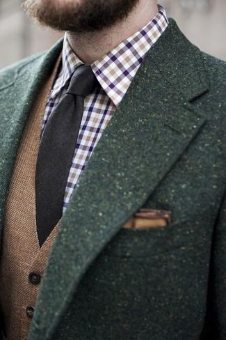 Cómo combinar: corbata de lana en marrón oscuro, camisa de manga larga de cuadro vichy en violeta, chaleco de vestir de lana marrón, blazer de lana verde oscuro