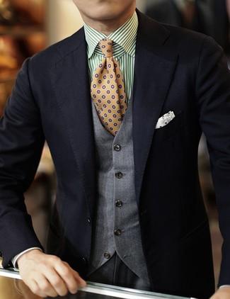 Cómo combinar: pantalón de vestir gris, camisa de manga larga de rayas verticales en blanco y verde, chaleco de vestir gris, blazer negro