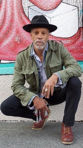 Combinar un sombrero de lana negro: Para un atuendo tan cómodo como tu sillón usa una chaqueta militar verde oliva y un sombrero de lana negro. Completa tu atuendo con botas casual de cuero marrónes para mostrar tu inteligencia sartorial.