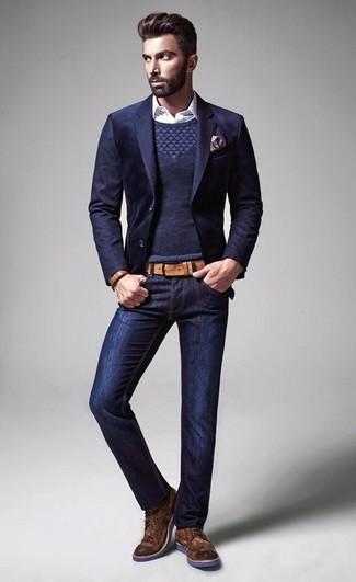 Look de moda: Vaqueros azul marino, Camisa de manga larga a lunares blanca, Jersey con cuello circular azul marino, Blazer azul marino