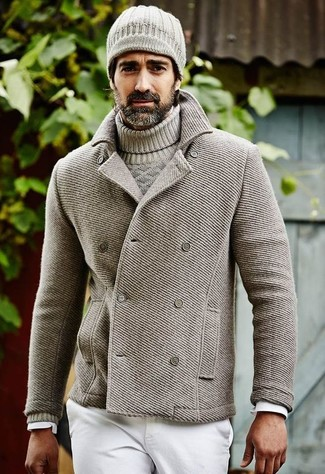 Combinar un gorro de punto gris: Para un atuendo tan cómodo como tu sillón intenta ponerse un chaquetón gris y un gorro de punto gris.