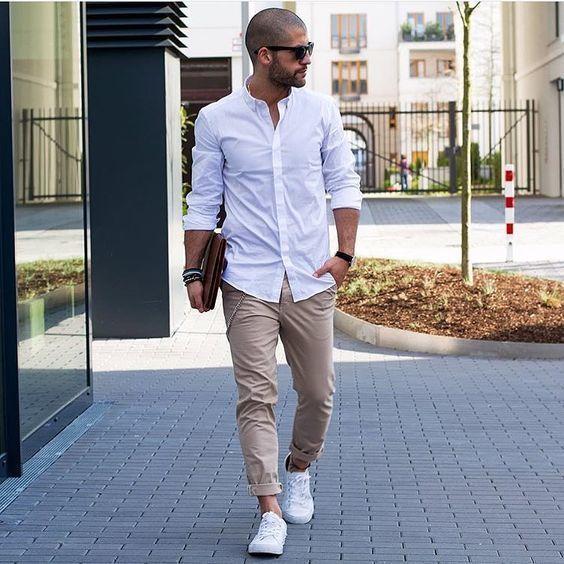 d45f4b0dd5c4c Cómo combinar una camisa de manga larga en blanco y azul marino con ...