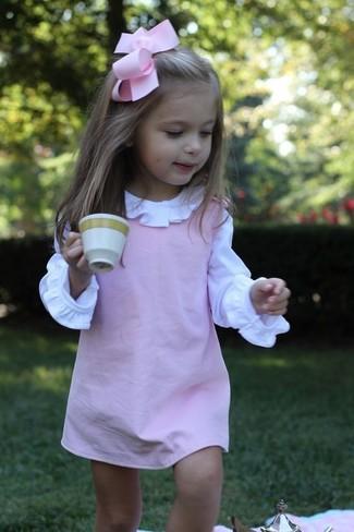 Cómo combinar: camisa de vestir blanca, vestido rosado