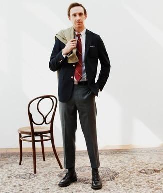 Combinar una correa de lona negra: Casa una chaqueta estilo camisa verde oliva con una correa de lona negra para un look agradable de fin de semana. Opta por un par de zapatos derby de cuero negros para mostrar tu inteligencia sartorial.