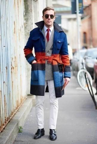 Combinar un blazer cruzado de tartán gris: Usa un blazer cruzado de tartán gris y un pantalón chino blanco para después del trabajo. Dale un toque de elegancia a tu atuendo con un par de zapatos con doble hebilla de cuero negros.