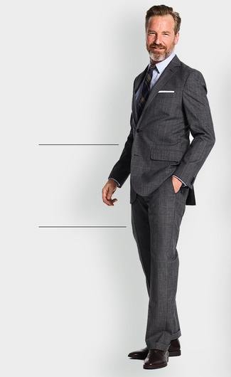 Cómo combinar: zapatos oxford de cuero en marrón oscuro, camisa de vestir celeste, blazer de rayas verticales azul marino, traje de tartán en gris oscuro
