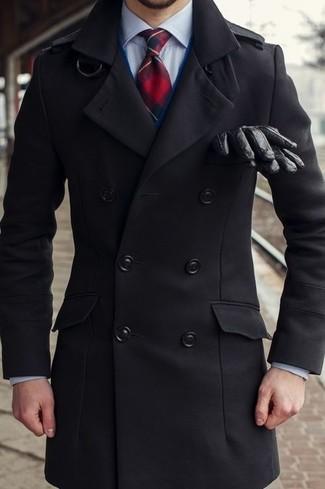 Cómo combinar: corbata de tartán en rojo y azul marino, camisa de vestir celeste, cárdigan azul marino, chaquetón negro