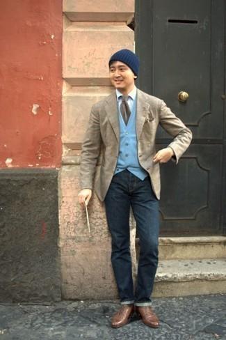 Combinar una corbata marrón: Haz de un blazer de tartán en beige y una corbata marrón tu atuendo para rebosar clase y sofisticación. Zapatos derby de cuero marrónes son una opción atractiva para completar este atuendo.