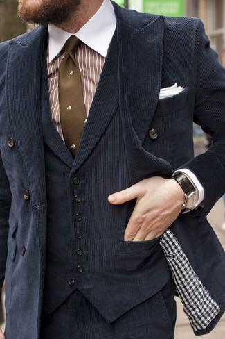 Cómo combinar: pantalón de vestir de pana negro, camisa de vestir de rayas verticales en blanco y marrón, chaleco de vestir de terciopelo negro, blazer cruzado de pana negro