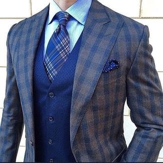 Combinar un blazer a cuadros marrón: Ponte un blazer a cuadros marrón y un chaleco de vestir azul para un perfil clásico y refinado.
