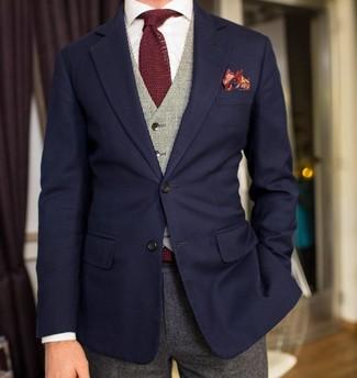 Cómo combinar: pantalón de vestir de lana gris, camisa de vestir blanca, chaleco de vestir gris, blazer azul marino