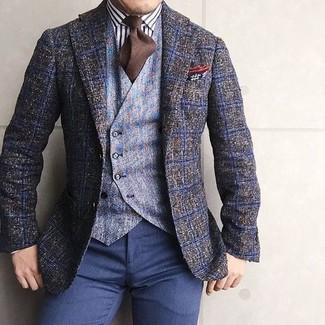 Cómo combinar: pantalón de vestir azul marino, camisa de vestir de rayas verticales en blanco y negro, chaleco de vestir de lana celeste, blazer de lana a cuadros verde oliva