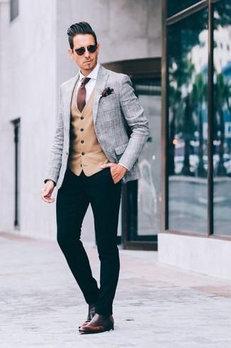 Cómo combinar: pantalón chino negro, camisa de vestir blanca, chaleco de vestir marrón claro, blazer de tartán gris