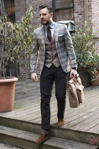 Combinar un chaleco de vestir de lana gris: Considera emparejar un chaleco de vestir de lana gris con un pantalón chino negro para un perfil clásico y refinado. Mocasín de ante marrón son una opción práctica para completar este atuendo.